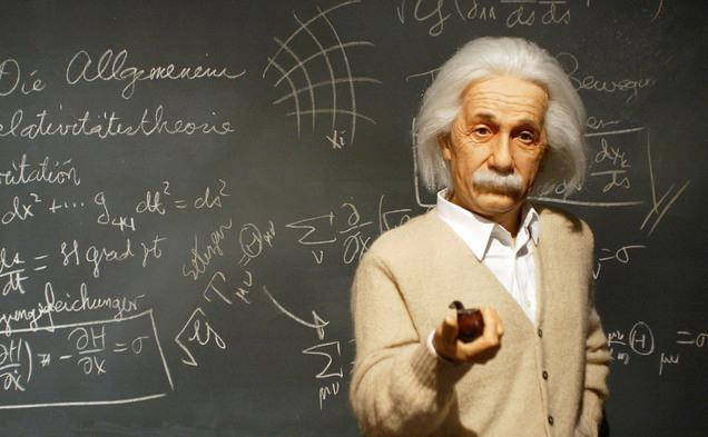 O statuie în minuatură cu Albert Einstein
