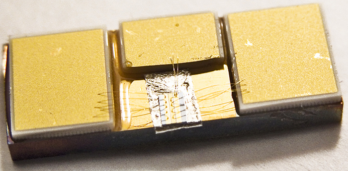 Cip-laser cu unde terahertz.