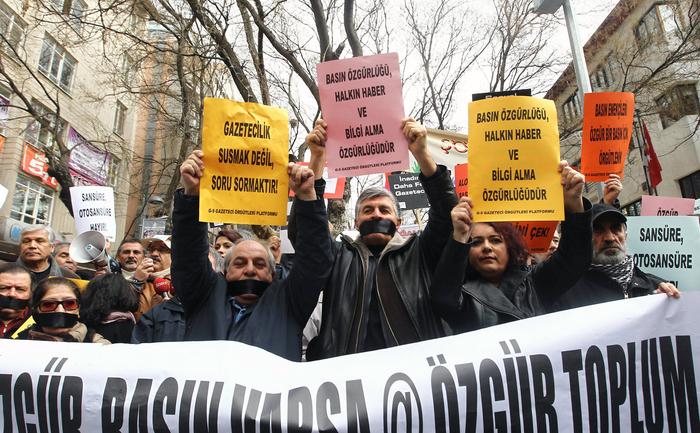 Protestatarii din Turcia cer drepturi de libertate ale presei. 15 februarie 2014.
