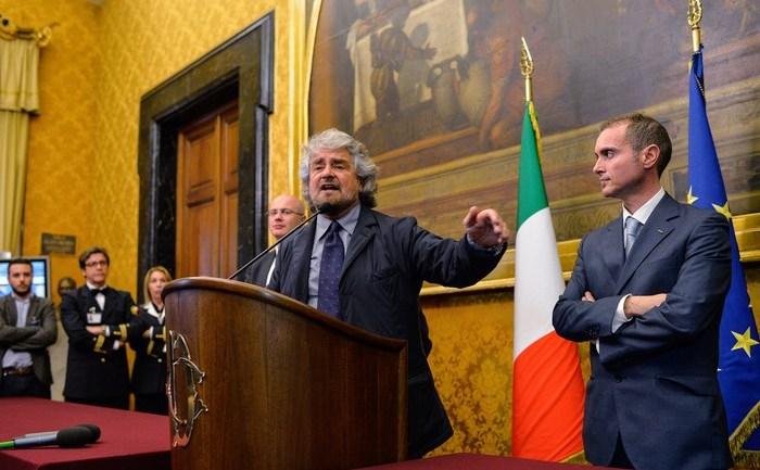 Preşedintele Partidului Democrat (PD) şi viitor premier al Italiei,  Matteo Renzi, alături de liderul Mişcării Cinci Stele, Beppe Grillo.
