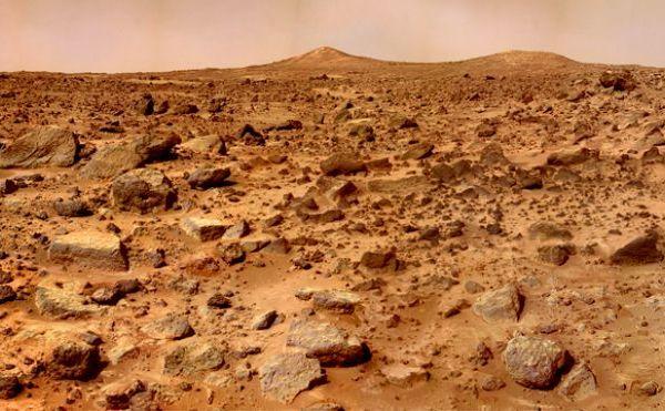 Peisaj marţian surprins în timpul misiunii Pathfinder NASA