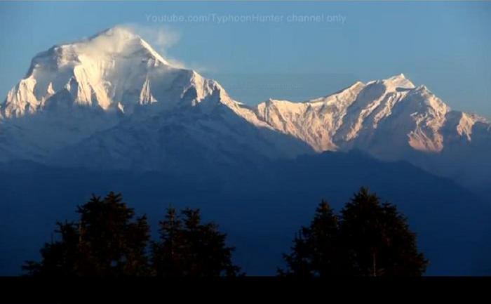 Vârful Annapurna, înalt de  8.091 m, din Himalaya.