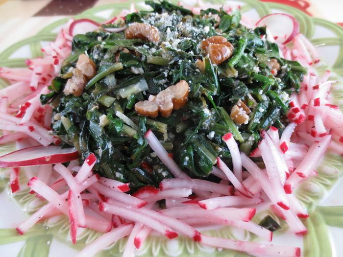 Salata de păpădie şi ridichi