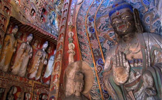 """Grotele Mogao, create în anul 366 d.C, cunoscute şi sub numele de """"Miile de grote ale lui Buddha"""", au o istorie fascinantă."""