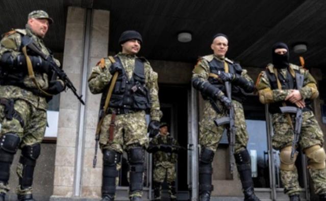 Paramilitarii pro-Rusia din Doneţk, Ucraina.