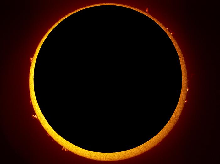 Eclipsă anulară de Soare.