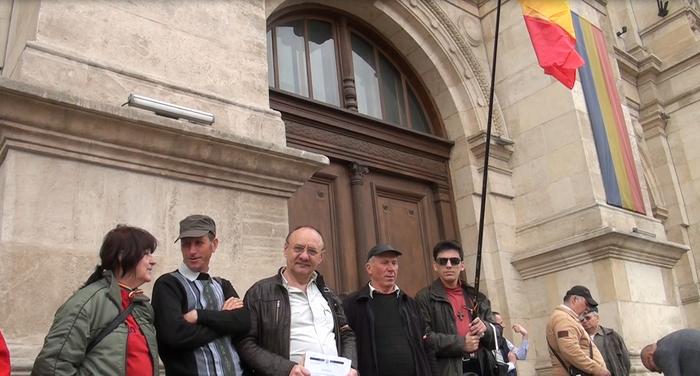 Semnatari ai acţiunii civile depuse la Curtea de Apel Bucureşti, pentru oprirea explorării şi exploatării gazelor de şist, 30 aprilie 2014.