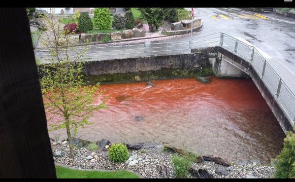 Apele răului Langete, Elveţia, înroşite pentru o oră