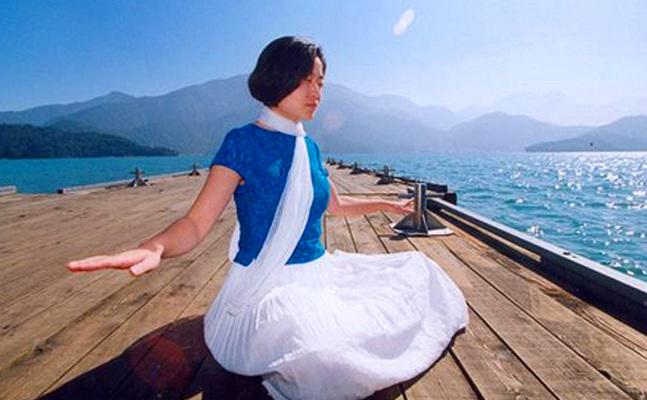 Practicarea meditatiei prelungeşte longevitatea şi creşte nivelul de conştiinţă.