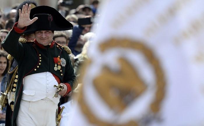 Frank Samson în rolul Împăratului Napoleon
