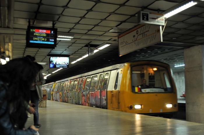 Staţie şi garnitură de metrou