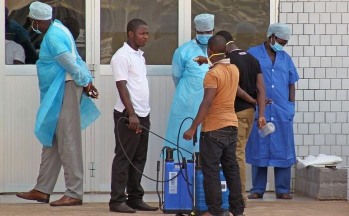 Medici din Senegal in lupta contra Ebola