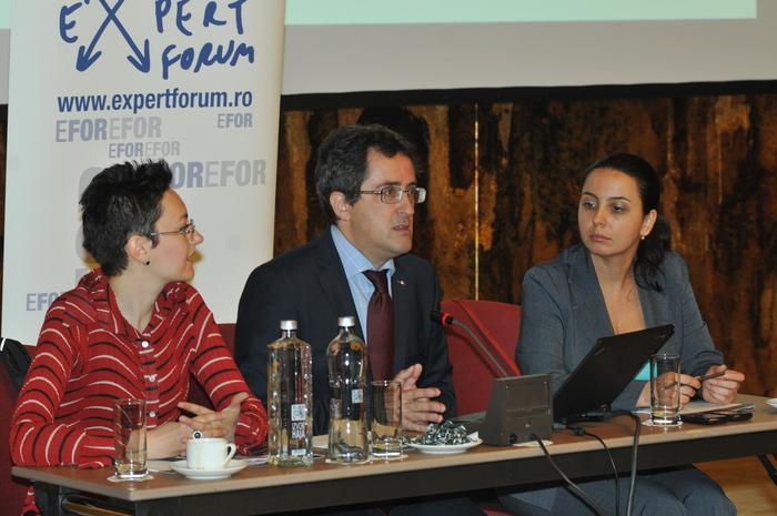 Dezbateri Expert Forum la Hotel Intercontinental. În imagine, Sorin Ioniţă, Ana Otilia Niţu şi Laura Ştefan