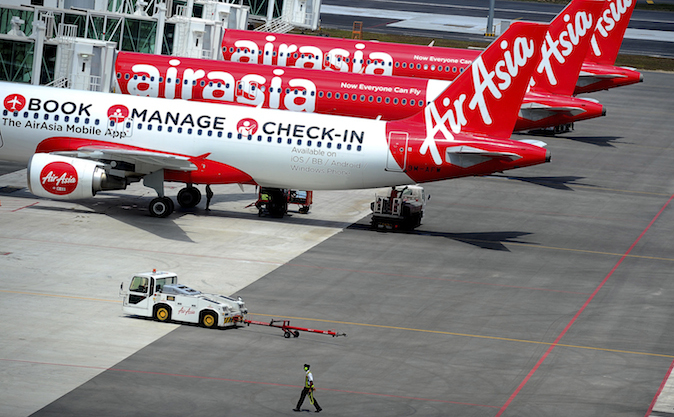Avioane ale companiei aeriene AirAsia.