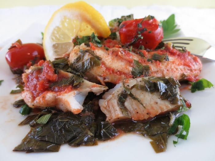 File de peşte la cuptor cu leuştean şi usturoi verde
