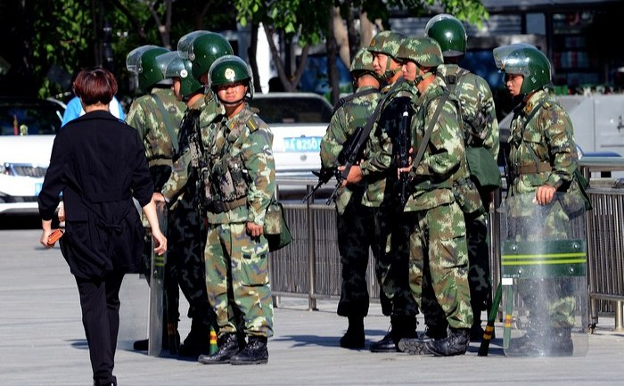 Trupe paramilitare ale Chinei în Urumqi, Xinjiang, 24 mai 2014
