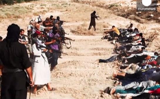 Radicalii suniţi ISIL din Irak executând prizonieri.