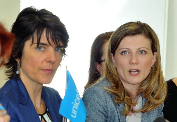 Briefing la sediul UNICEF România. În imagine, Sandie Blanchet, reprezentant UNICEF România şi Gabriela Podaşca, deputat