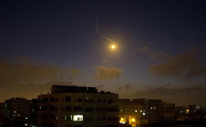 Atacuri nocturne ale armatei israeliene, deasupra oraşului Gaza. 3 iulie 2014