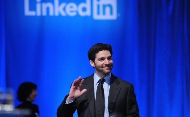 Directorul general al Linkedin, Jeff Weiner, găzduieşte o întâlnire la primăria oraşului Mountain View, California, în 26 septembrie 2011. LinkedIn a ales să cenzureze profilurile utilizatorilor la cererea regimului chinez.