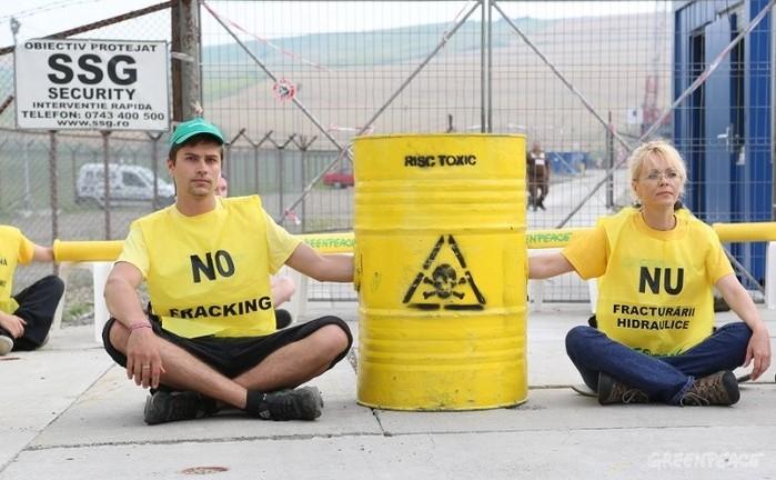 Protest Greenpeace la sonda Chevron de lângă Pungeşti, 7 iulie 2014.