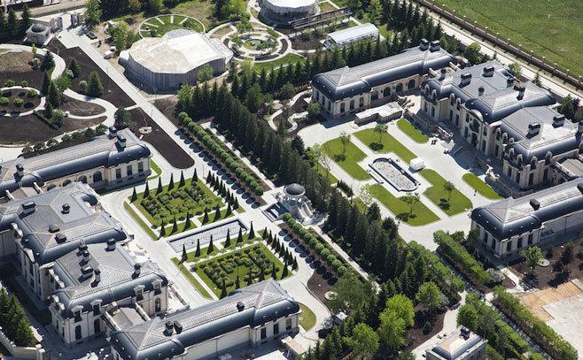 Palate construite de obedienţii apropiaţi ai Kremlinului