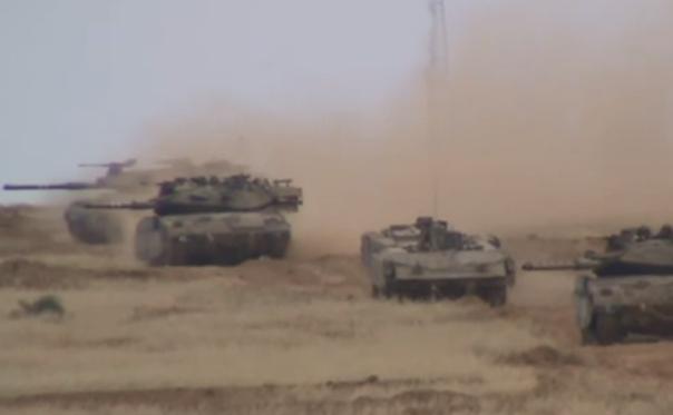 Tancuri israeliene în apropiere de Fâşia Gaza.