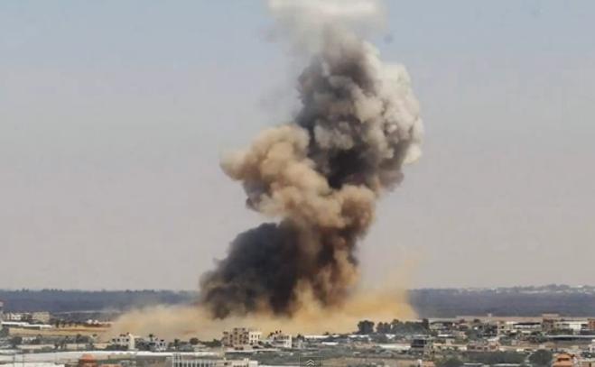 Israelul bombardează Fâşia Gaza.