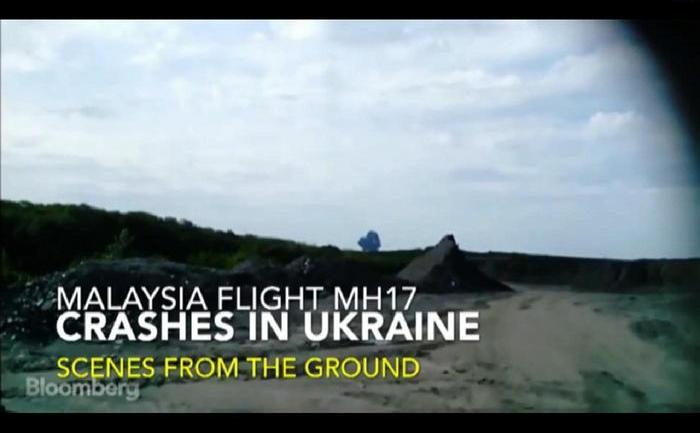 Aparatul Boeing-777 aparţinând companiei Malaysia Airlines, care zbura pe ruta Amsterdam - Kuala Lumpur, s-a prăbuşit în estul Ucrainei având la bord  aproape 300 de persoane.