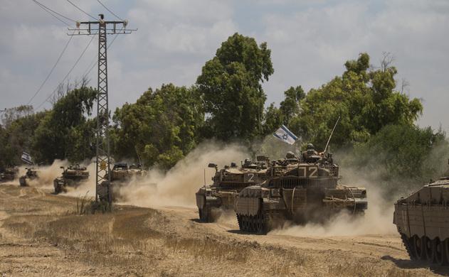 Tancuri israeliene deplasate la graniţa cu Fâşia Gaza, 18 iulie 2014. Israelul a început ofensiva terestră împotriva paramilitarilor organizaţiei Hamas