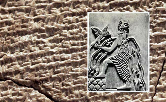 Zeul sumerian Enki şi o tăbliţă sumeriană (fundal) din secolul 21 îC