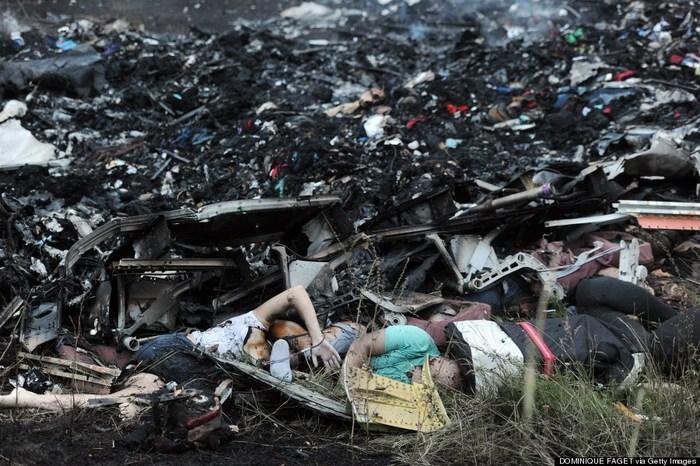 Rămaşiţe ale zborului MH17 al companiei Malaysia Airlines