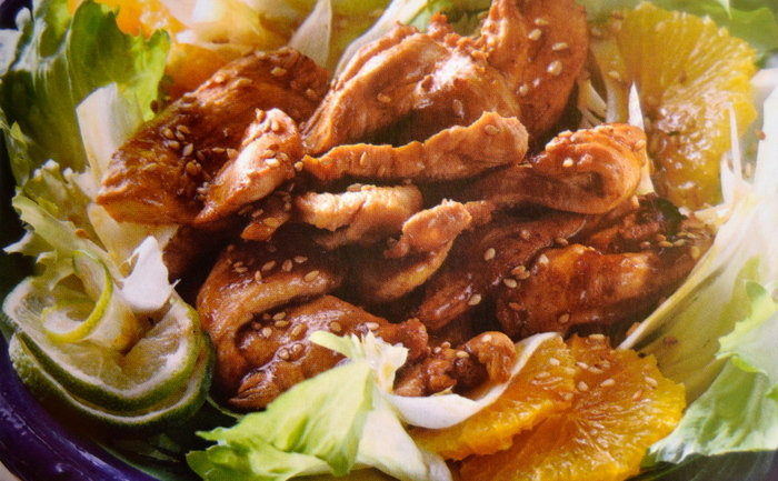 Salată caldă de pui cu susan şi fenicul.