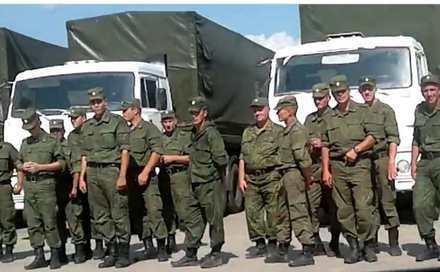 "Personal militar rus lângă convoiul ""umanitar"" trimis spre Ucraina."