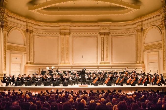 Orchestra Simfonică Shen Yun în timpul spectacolului de la Carnegie Hall din 27 octombrie 2013. (Dai Bing/Epoch Times)