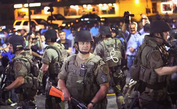 Poliţie în Ferguson, Missouri, 19 august 2014