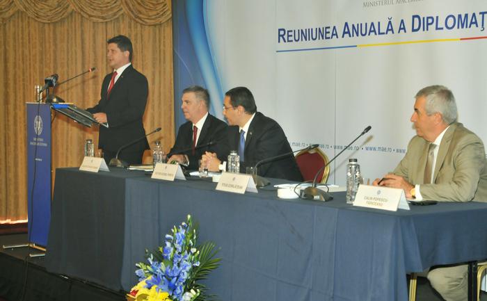 Reuniunea Anuală a Diplomaţiei Române, Bucureşti 27-29 august 2014. În imagine, Titus Corlăţean, Valeriu Zgonea, Victor Ponta şi Călin Popescu Tăriceanu