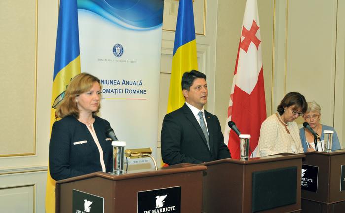 Reuniunea Anuală a Diplomaţiei Române, Bucureşti 27-29 august 2014. În imagine, Natalia Gherman, Titus Corlăţean şi Maia Panjikidze