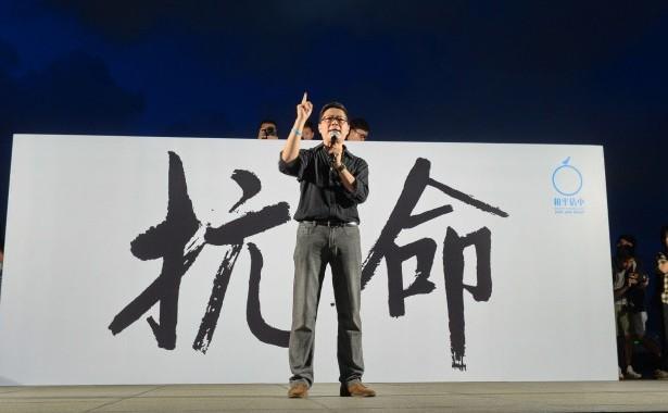 Chan Kin-man, unul din fondatorii Occupy Central, la un marş desfăşurat pe 31 august.