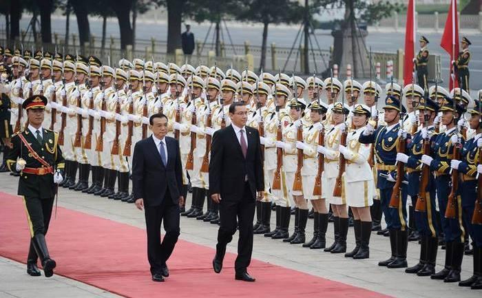 Premierul Victor Ponta primit cu onoruri la Beijing, 31 august 2014.