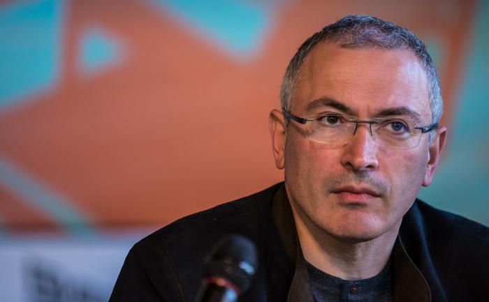Mihail Hodorkovski, pe vremuri cel mai bogat om din Rusia, proaspăt eliberat de Vladimir Putin, ţinând o conferinţă de presă în Donetsk, Ucraina, 27 aprilie 2014.