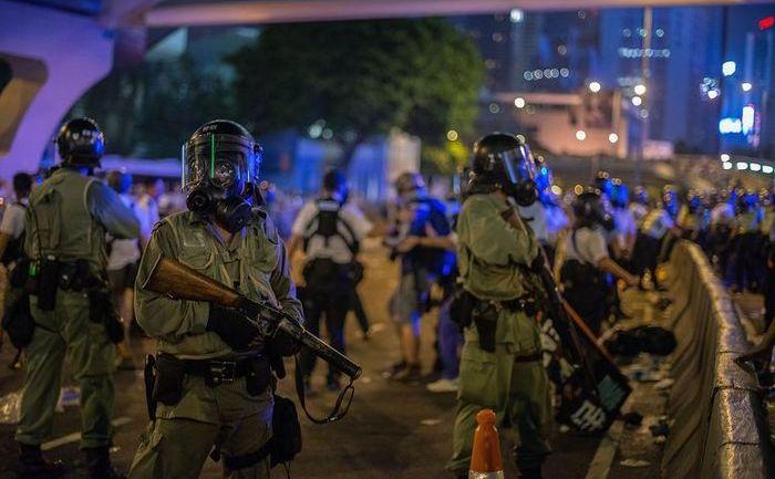 Poliţie anti-revoltă în Hong Kong