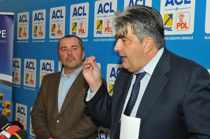 Mircea Raicu, lider de grup al consilierilor PDL de la Primăria Municipiului Bucureşti şi Mihai Atănăsoaiei, fost Prefect al Capitalei , conferinţă de presă.