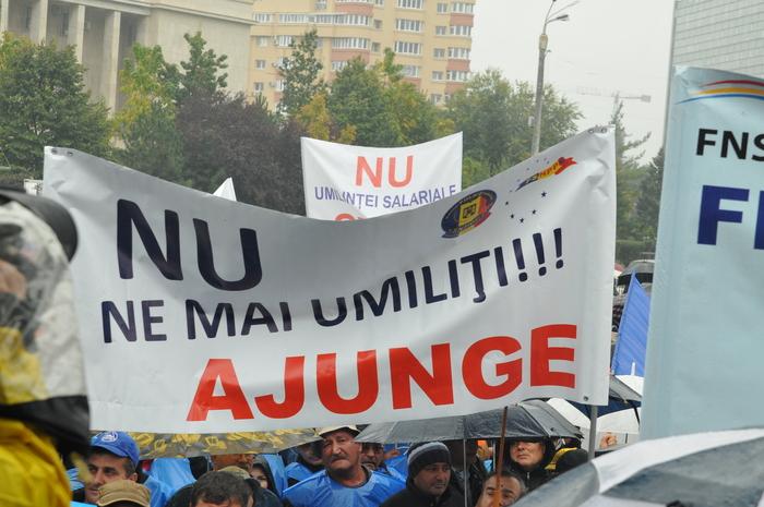 (Arhivă 2014) Miting de protest al sindicatelor din Cartel ALFA desfăşurat în faţa Guvernului României, la Piaţa Victoriei