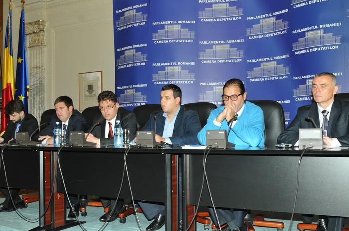 Conferinţă de presă susţinută de Eugen Tomac şi Aurelian Mihai , cu tema-Situaţia românilor /vlahilor din Valea Timocului.