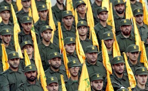 Soldaţi ai grupării libaneze Hezbollah.
