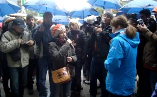 Candidatul independet Monica Macovei la dezbateri cu activiştii anti-fracturare. Piaţa Militari, 25 octombrie, 2014.