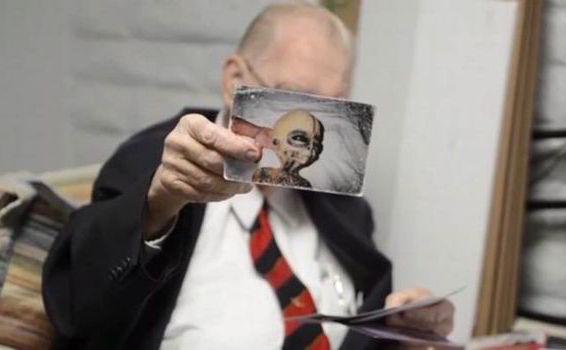 Un fost savant ce a lucrat în Aria 51 a susţinut că extratereştrii sunt reali şi prietenoşi.