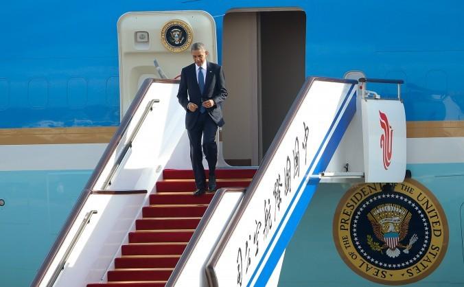 Preşedintele american Barack Obama soseşte la Aeroportul Internaţional din Beijing în 10 noiembrie 2014.