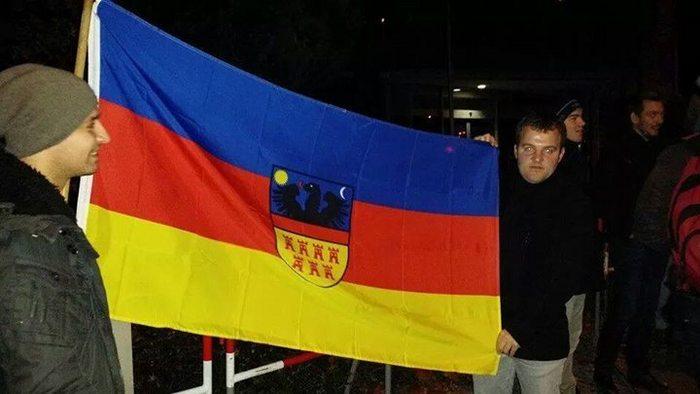 În faţa consulatului din München